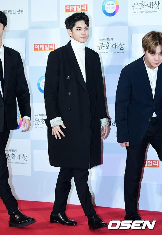 Minh Hằng tự tin diện áo dài, mỹ nhân U30 chiếm hết spotlight vì đẹp như nữ thần bên Wanna One trên thảm đỏ sự kiện tại Hàn - Ảnh 18.