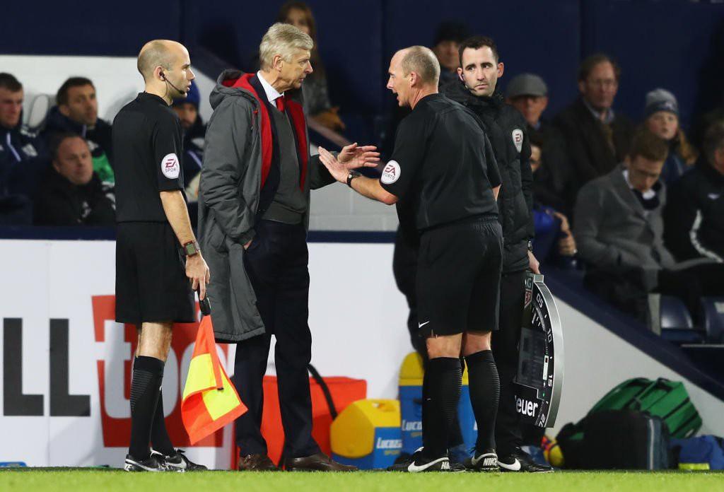 Arsene Wenger bị cấm chỉ đạo 3 trận vì chỉ trích trọng tài - Ảnh 2.