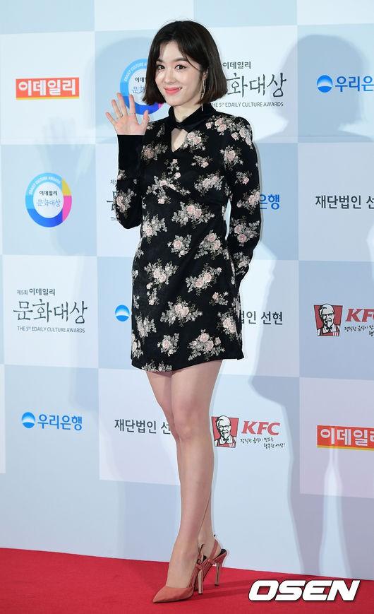 Minh Hằng tự tin diện áo dài, mỹ nhân U30 chiếm hết spotlight vì đẹp như nữ thần bên Wanna One trên thảm đỏ sự kiện tại Hàn - Ảnh 37.