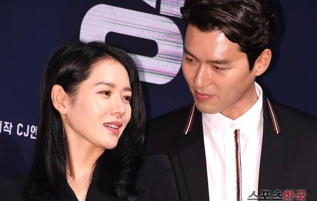 Nhìn Son Ye Jin và Hyun Bin tình tứ, có thái độ đáng ngờ như thế này bảo sao ai cũng thi nhau đẩy thuyền - Ảnh 8.