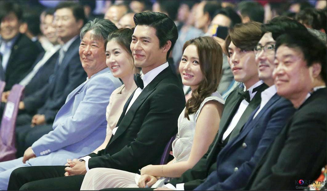 Nhìn Son Ye Jin và Hyun Bin tình tứ, có thái độ đáng ngờ như thế này bảo sao ai cũng thi nhau đẩy thuyền - Ảnh 1.