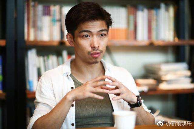 Nóng trên mạng xã hội xứ Trung: Hai sao nam say rượu, công khai hôn đồng tính đầy đắm đuối trên phố - Ảnh 6.