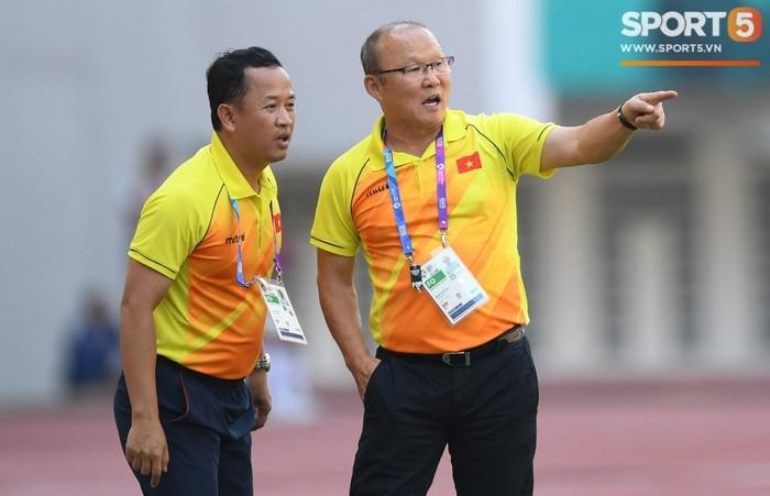 Cựu trợ lý Lê Huy Khoa lý giải scandal thầy Park đổ lỗi cho Văn Lâm sau trận thua Iraq - Ảnh 1.