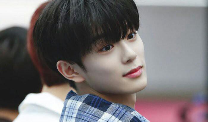 Vừa ra mắt hôm qua, nam idol nổi tiếng sau 1 đêm vì quá đẹp trai nhưng tuổi của anh chàng mới gây hoang mang - Ảnh 7.