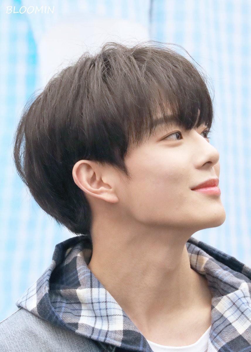Vừa ra mắt hôm qua, nam idol nổi tiếng sau 1 đêm vì quá đẹp trai nhưng tuổi của anh chàng mới gây hoang mang - Ảnh 2.