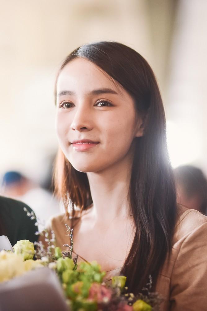 Thiên thần chuyển giới Yoshi xinh đẹp ngọt ngào trong ngày hội ngộ Hương Giang tại Việt Nam - Ảnh 8.