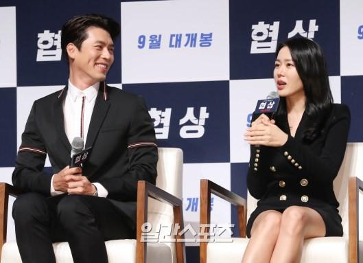 Nhìn Son Ye Jin và Hyun Bin tình tứ, có thái độ đáng ngờ như thế này bảo sao ai cũng thi nhau đẩy thuyền - Ảnh 5.