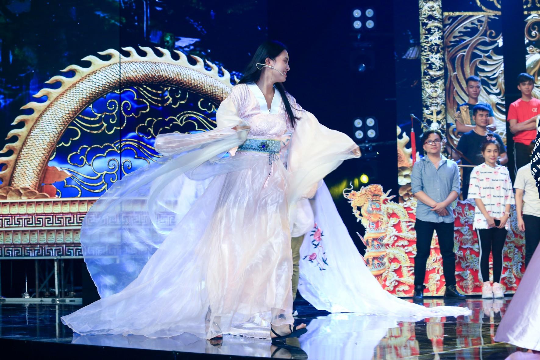 Hoa hậu Tiểu Vy lần đầu thử khả năng diễn xuất, đóng Táo 2019 cùng Mr Đàm, Cẩm Ly - Ảnh 7.