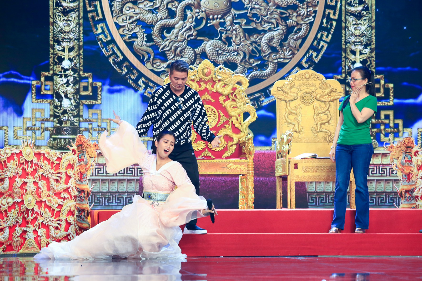Hoa hậu Tiểu Vy lần đầu thử khả năng diễn xuất, đóng Táo 2019 cùng Mr Đàm, Cẩm Ly - Ảnh 3.