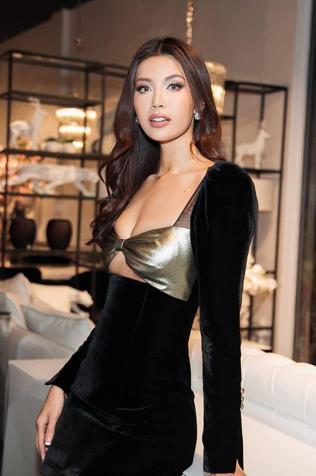 Xem phim kinh dị còn chưa hồi hộp bằng việc ngắm nhìn chiếc váy sắp toạc ra đến nơi của Minh Tú