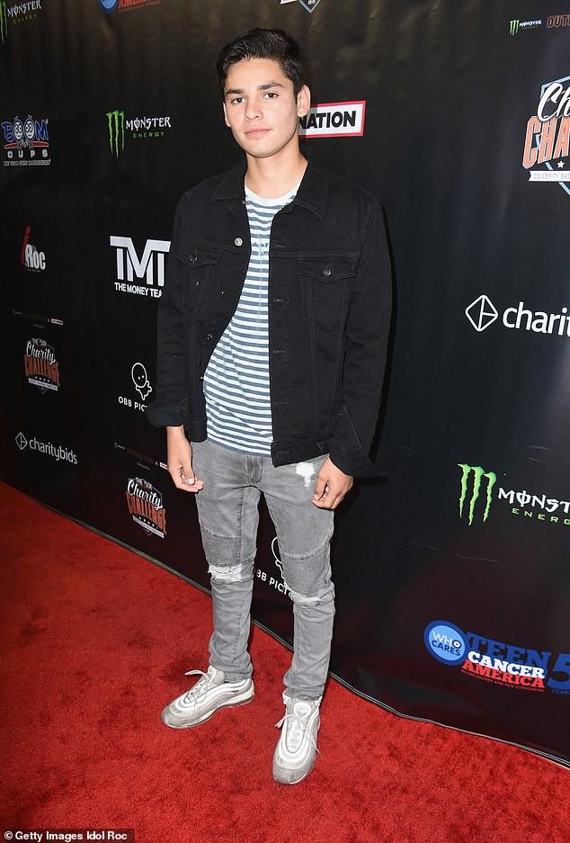 Cần chi Justin Bieber, Selena Gomez đã có trai đẹp body 6 múi ngỏ ý mời đi hẹn hò - Ảnh 2.