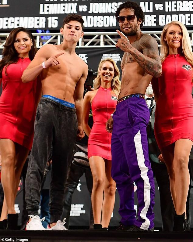 Cần chi Justin Bieber, Selena Gomez đã có trai đẹp body 6 múi ngỏ ý mời đi hẹn hò - Ảnh 3.