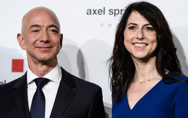 Bill Gates sẽ quay lại ngôi vị giàu nhất thế giới sau khi Jeff Bezos li dị và mất 60 tỷ USD? - Ảnh 1.