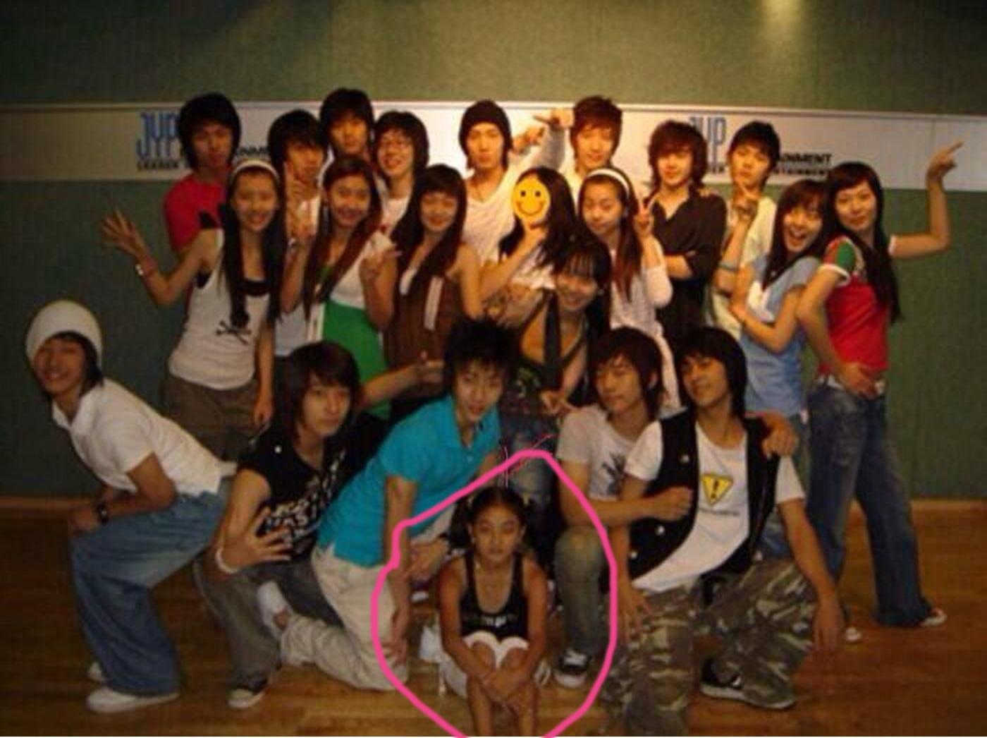 Nhìn lại con đường debut chông gai của một số thành viên đến từ các nhóm nhạc hàng đầu hiện tại - Ảnh 2.