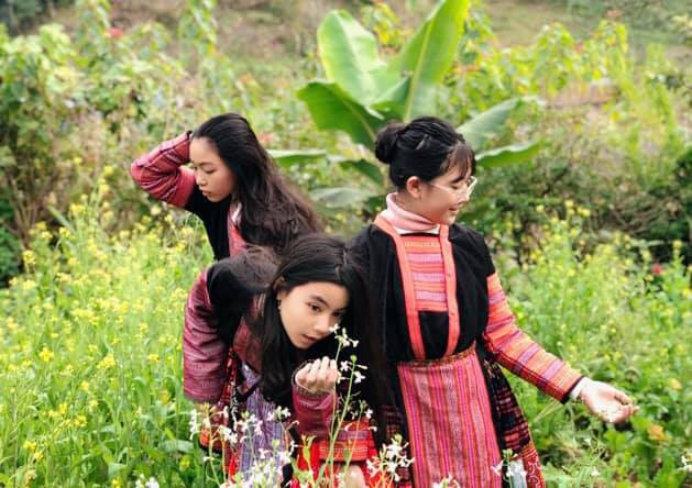 Bà xã Quyền Linh khoe ảnh cả gia đình ghé Mộc Châu, ai cũng chú ý đến 2 cô con gái xinh như hoa hậu - Ảnh 4.