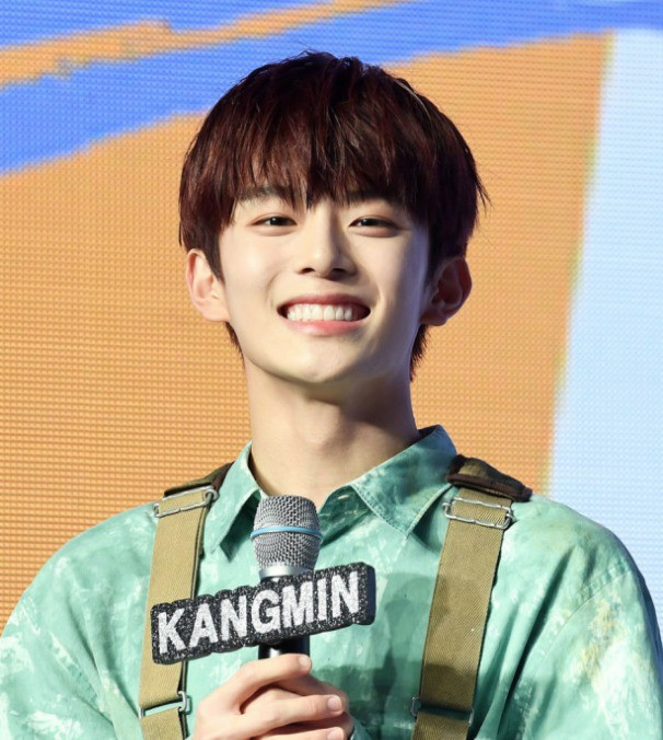 Vừa ra mắt hôm qua, nam idol nổi tiếng sau 1 đêm vì quá đẹp trai nhưng tuổi của anh chàng mới gây hoang mang - Ảnh 10.