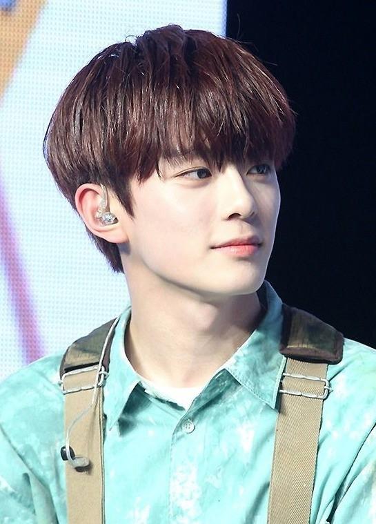 Vừa ra mắt hôm qua, nam idol nổi tiếng sau 1 đêm vì quá đẹp trai nhưng tuổi của anh chàng mới gây hoang mang - Ảnh 9.