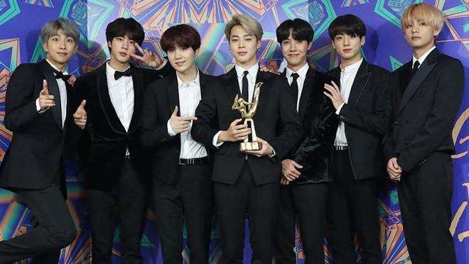 Xuất hiện một lễ trao giải mà BTS bất ngờ trắng tay trong khi EXO, TWICE, IU, GOT7 đều có giải - Ảnh 1.