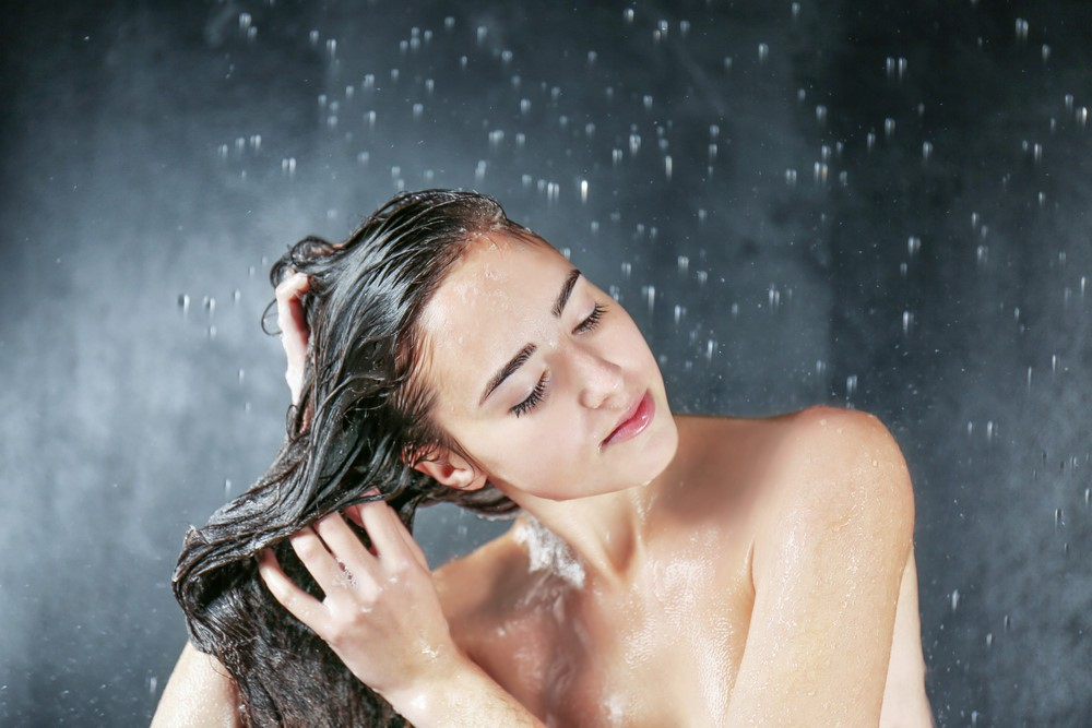 Đi tắm trong những ngày lạnh cần tránh làm một số điều này để không gây ảnh hưởng xấu tới sức khỏe - Ảnh 1.