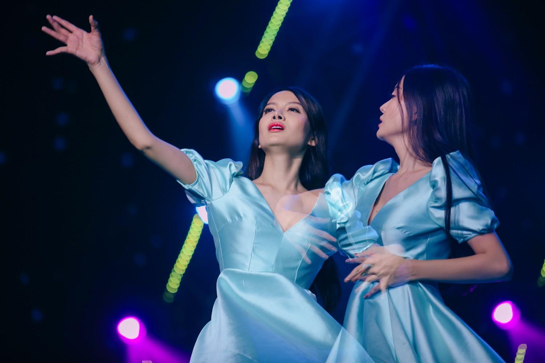 2 nhan sắc chuyển giới Hương Giang - Yoshi đọ mặt mộc trong buổi tổng duyệt Chung kết The Tiffany Vietnam - Ảnh 15.