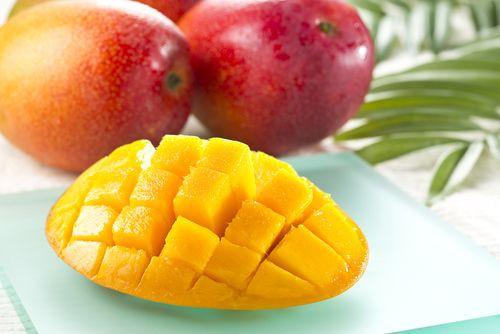 Giờ đến trái cây cũng làm hàng hiệu, một quả xoài có giá hơn 6 triệu và có một nơi bán toàn hàng hiệu như vậy - Ảnh 2.