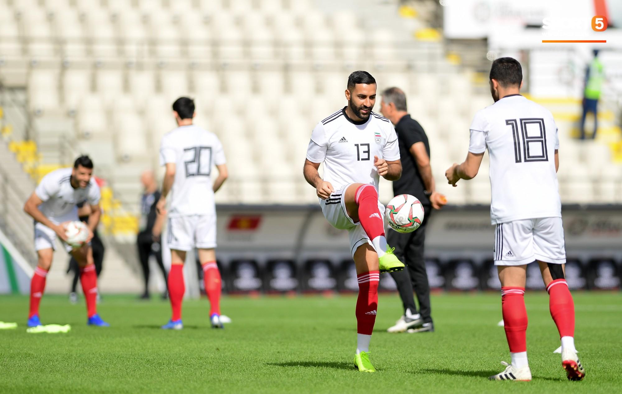 Tuyển Việt Nam cần dè chừng với thủ môn Iran có tài lẻ ném bóng kiến tạo cực kỳ đẳng cấp - Ảnh 9.