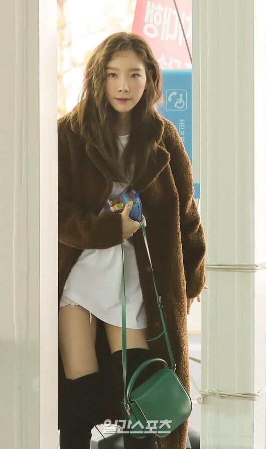Nữ thần Irene đẹp xuất thần nhưng spotlight lại thuộc về Taeyeon chân dài khó tin và Dara đẹp đỉnh cao - Ảnh 8.