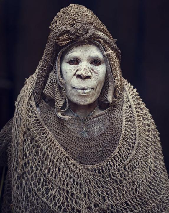 Chùm ảnh khắc họa vẻ đẹp mê hoặc của thổ dân trong các bộ lạc thiểu số vòng quanh thế giới - Ảnh 2.