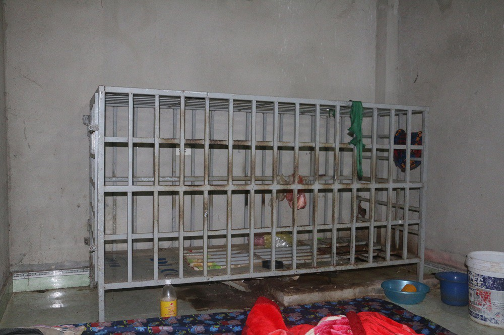 Vụ chồng bị vợ nhốt vào trong lồng sắt ở Thanh Hóa: Xuất hiện nhiều tình tiết mới khó tin - Ảnh 4.