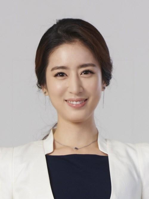 Phát cuồng trước mỹ nhân được cho là tình mới của tài tử Sắc đẹp ngàn cân: Đẹp na ná Kim Tae Hee, body nóng bỏng - Ảnh 3.