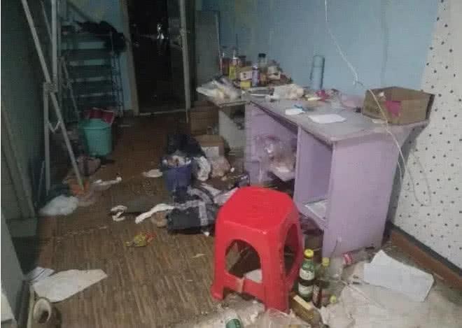 Cho nữ sinh viên thuê phòng trọ, chủ nhà tá hoả khi nhà mình biến thành bãi rác khổng lồ, bốc mùi hôi thối - Ảnh 2.