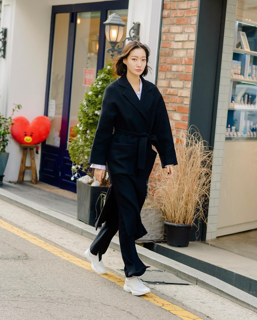 Mê phong cách đơn giản, bụi bặm hay chanh xả, bạn cũng sẽ bỏ túi được cả rổ gợi ý từ street style tuần qua của giới trẻ Hàn - Ảnh 5.