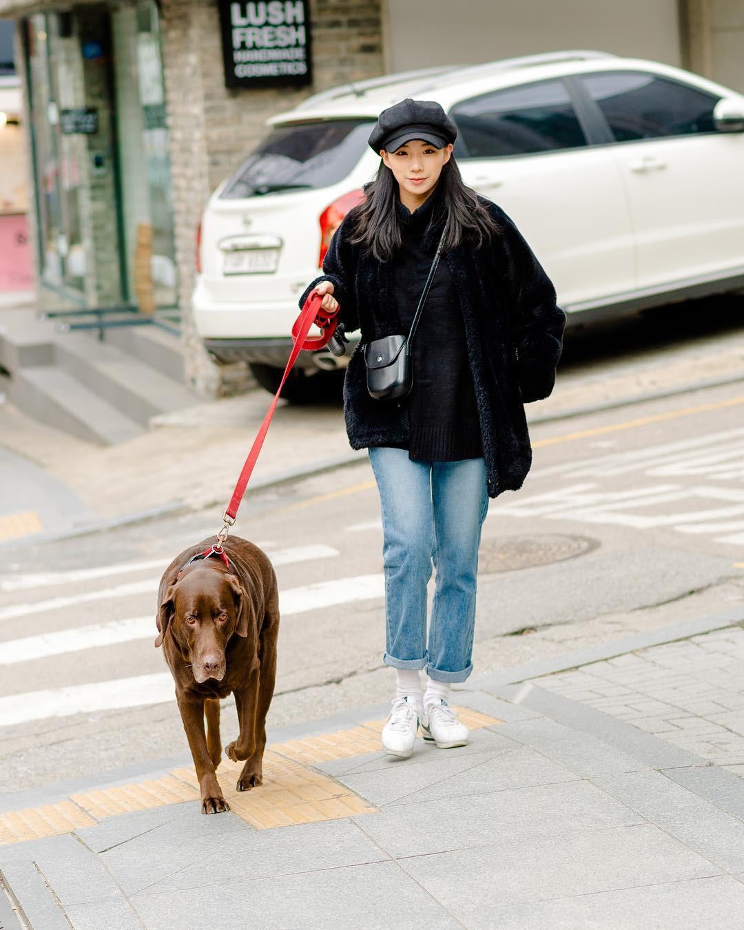 Mê phong cách đơn giản, bụi bặm hay chanh xả, bạn cũng sẽ bỏ túi được cả rổ gợi ý từ street style tuần qua của giới trẻ Hàn - Ảnh 3.