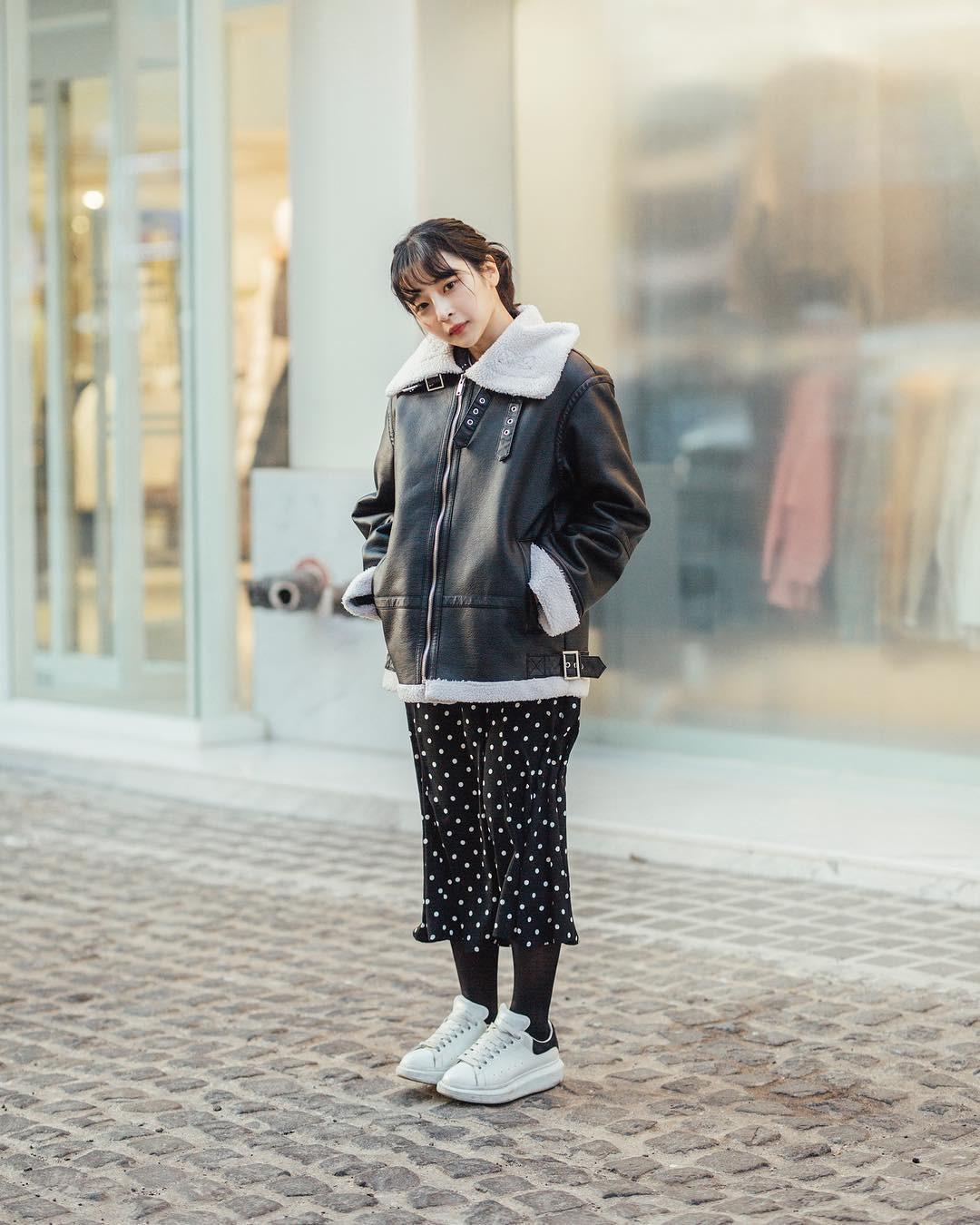 Mê phong cách đơn giản, bụi bặm hay chanh xả, bạn cũng sẽ bỏ túi được cả rổ gợi ý từ street style tuần qua của giới trẻ Hàn - Ảnh 6.