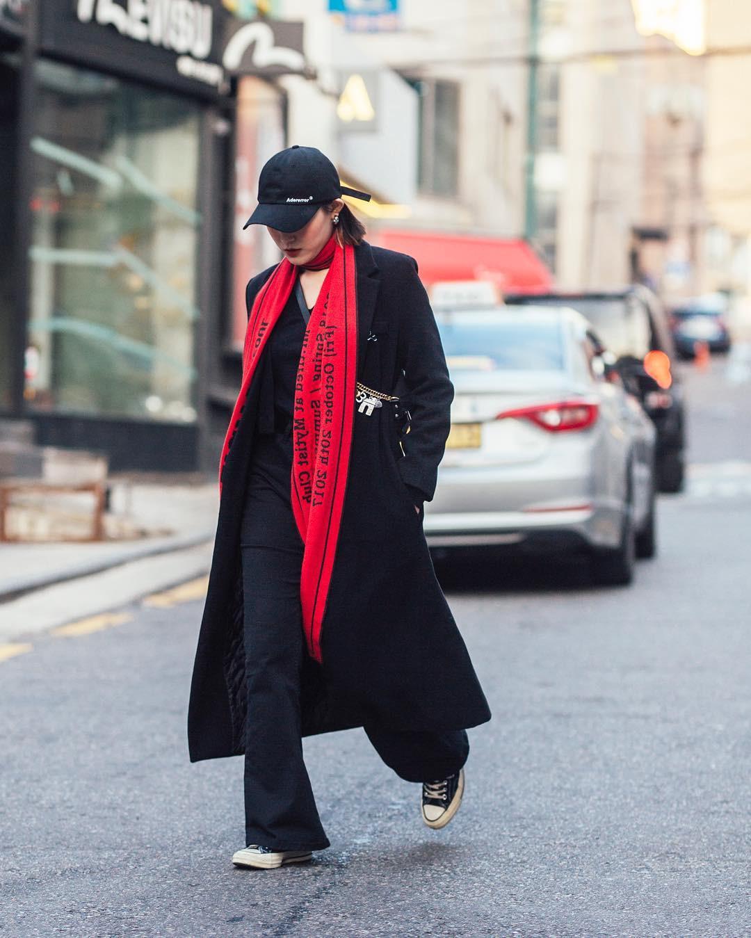 Mê phong cách đơn giản, bụi bặm hay chanh xả, bạn cũng sẽ bỏ túi được cả rổ gợi ý từ street style tuần qua của giới trẻ Hàn - Ảnh 7.