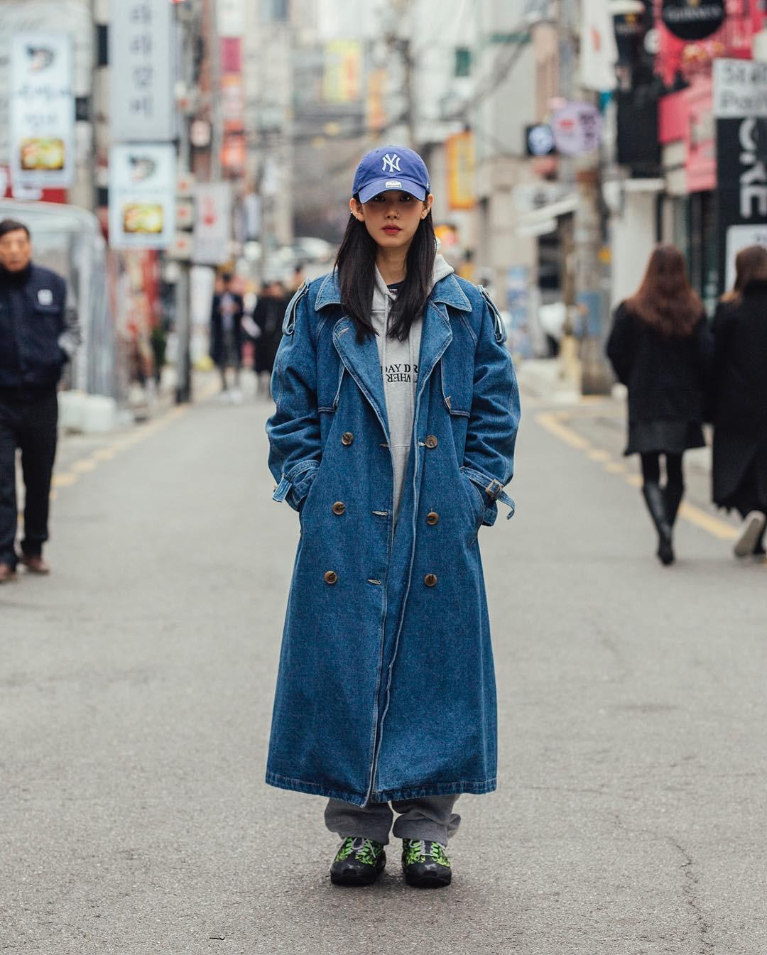 Mê phong cách đơn giản, bụi bặm hay chanh xả, bạn cũng sẽ bỏ túi được cả rổ gợi ý từ street style tuần qua của giới trẻ Hàn - Ảnh 8.