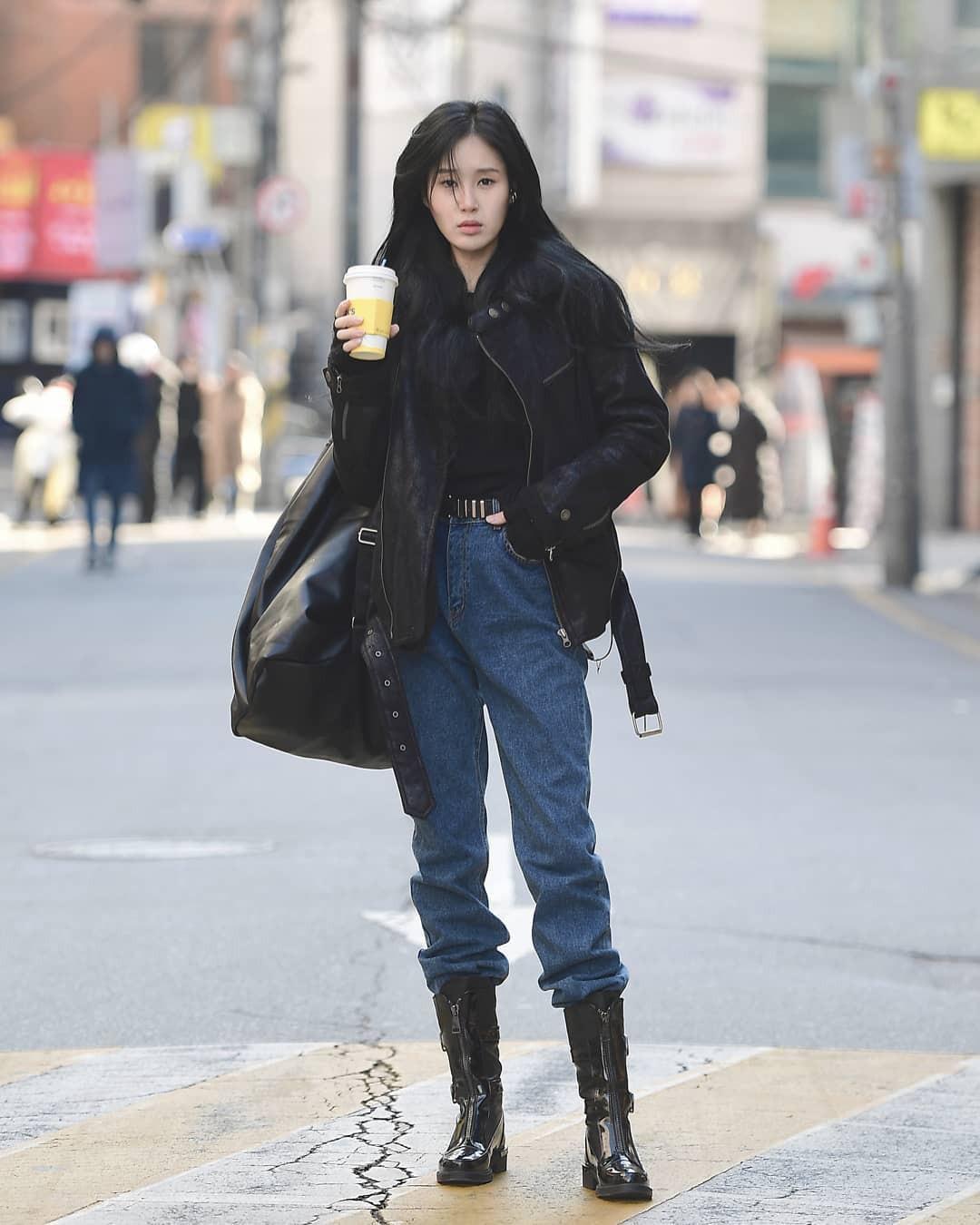 Mê phong cách đơn giản, bụi bặm hay chanh xả, bạn cũng sẽ bỏ túi được cả rổ gợi ý từ street style tuần qua của giới trẻ Hàn - Ảnh 9.