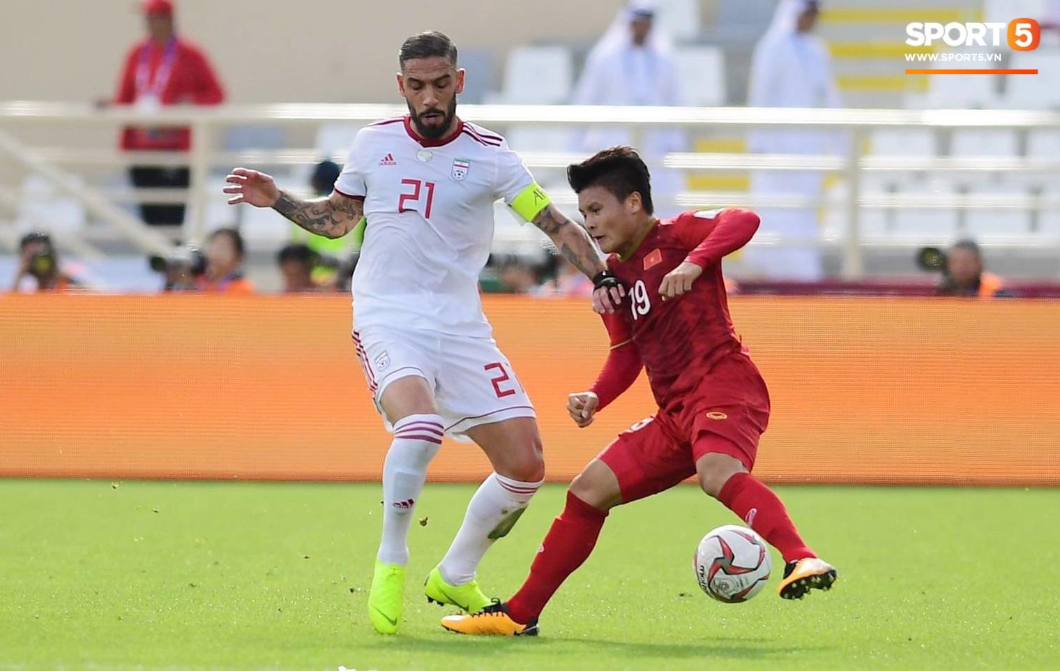 Quang Hải hét lớn, hô hào đồng đội đứng dậy sau bàn thua - Ảnh 1.