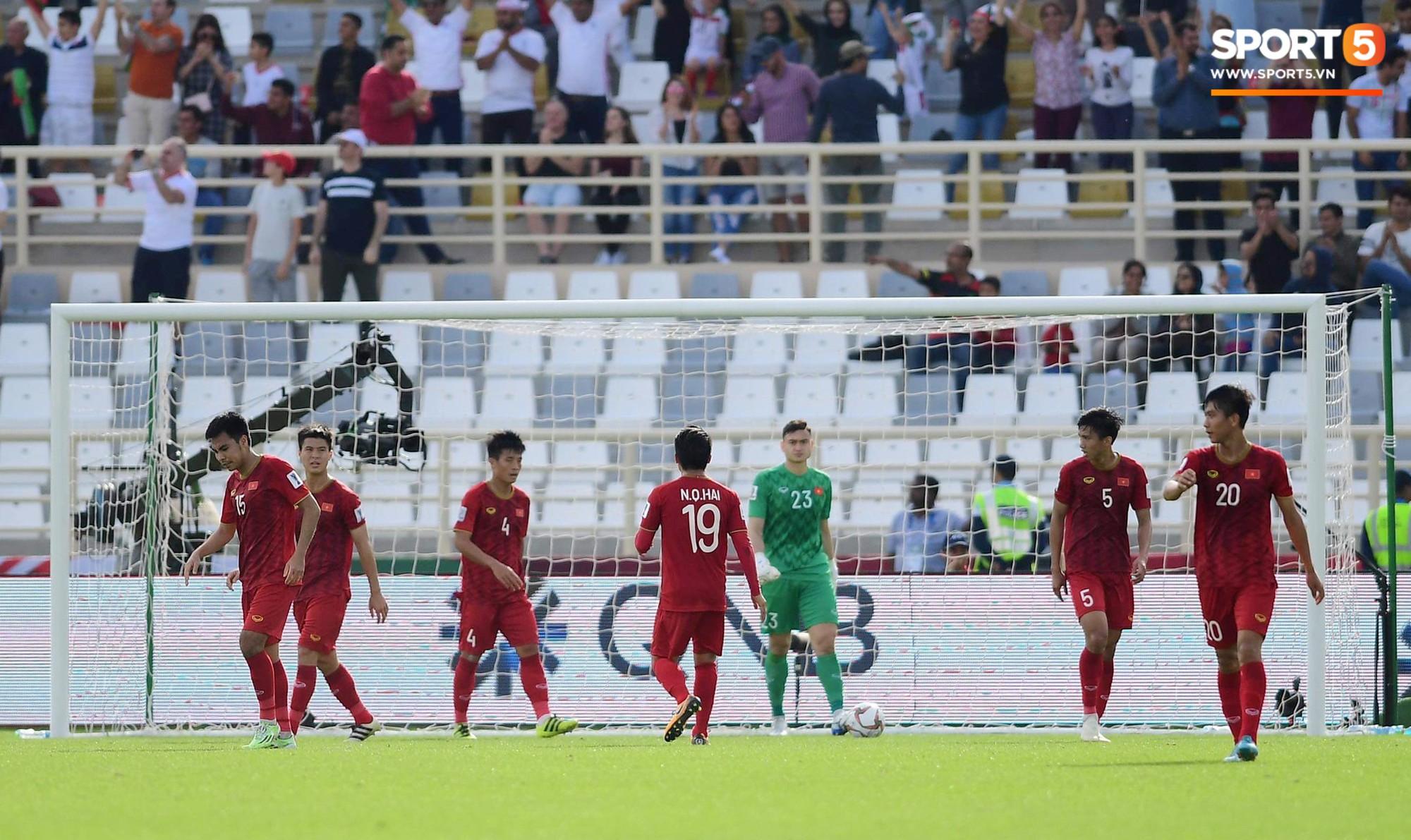 Quang Hải hét lớn, hô hào đồng đội đứng dậy sau bàn thua - Ảnh 4.