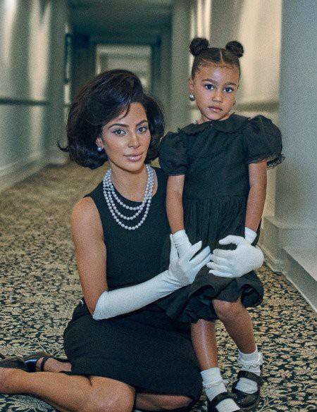 Đẳng cấp rich kid sang chảnh nhất Hollywood: Con gái Kim Kardashian mới 5 tuổi đã tập đi giày cao gót giá cao ngất - Ảnh 2.
