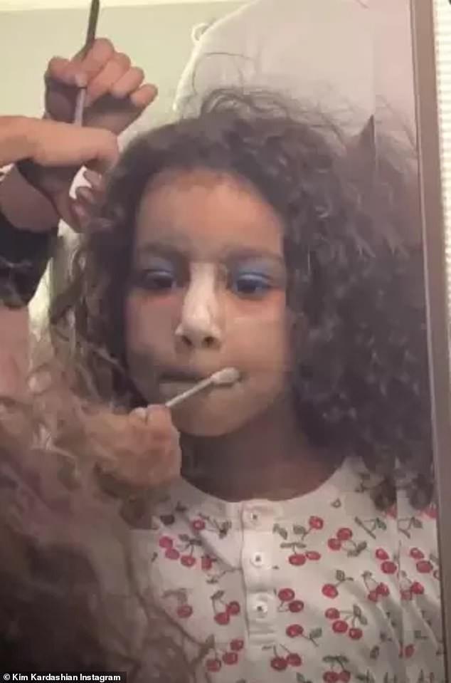 Đẳng cấp rich kid sang chảnh nhất Hollywood: Con gái Kim Kardashian mới 5 tuổi đã tập đi giày cao gót giá cao ngất - Ảnh 5.