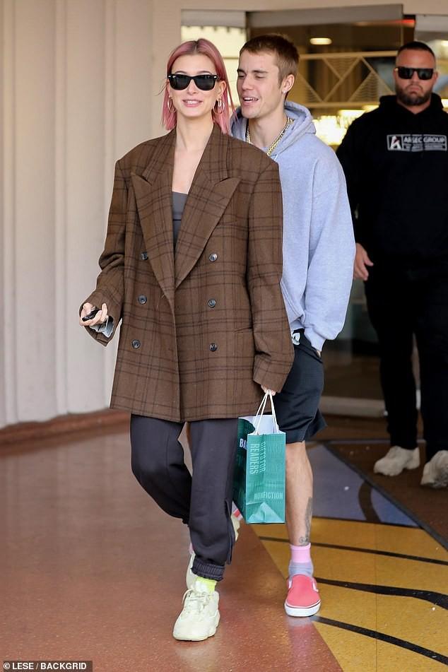 Nổi mụn chi chít, có lẽ Justin Bieber nên học hỏi vợ cách sở hữu làn da láng mịn như búp bê không cần photoshop! - Ảnh 5.