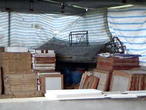 Cận cảnh cửu vạn nườm nượp vác hàng lậu qua biên giới Quảng Ninh - Ảnh 19.