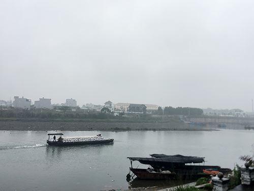 Cận cảnh cửu vạn nườm nượp vác hàng lậu qua biên giới Quảng Ninh - Ảnh 26.