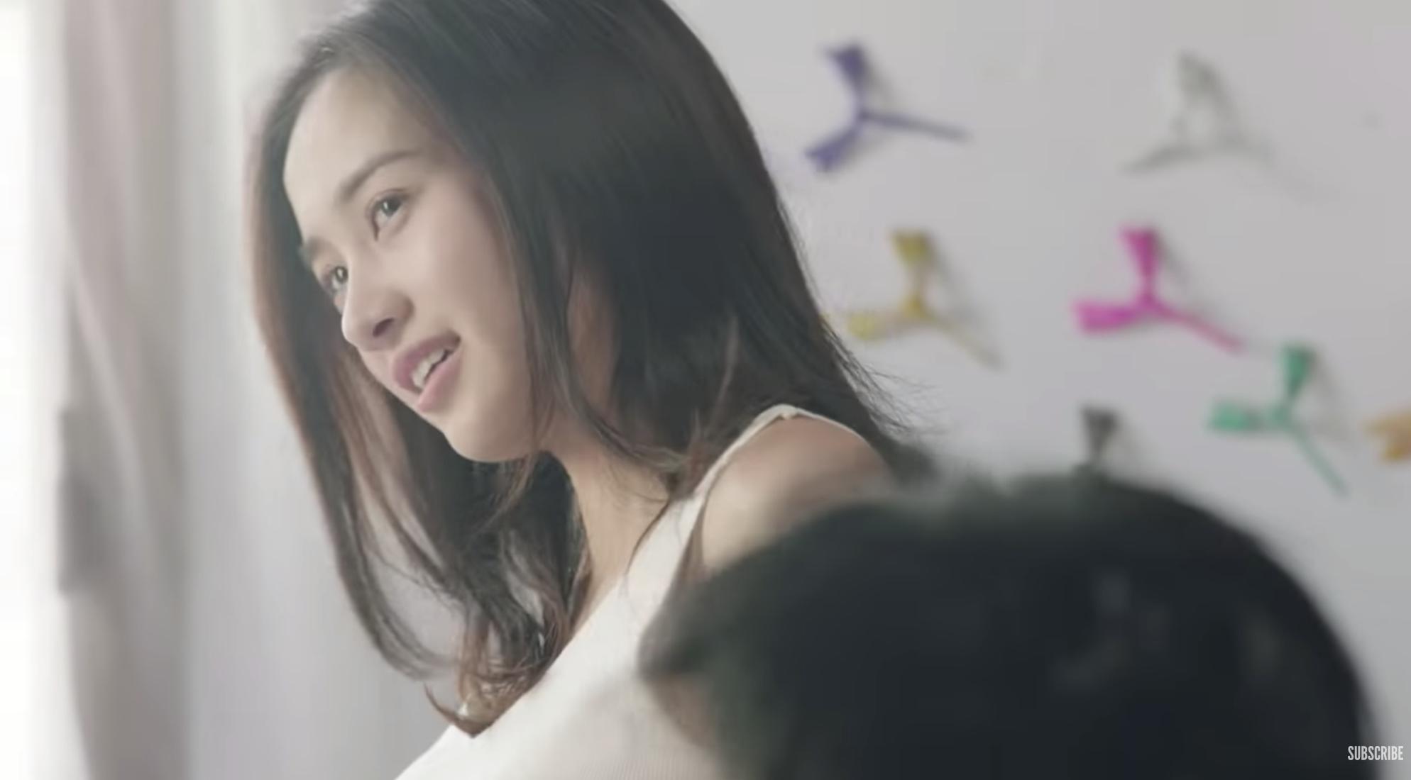 Jun Vũ bất ngờ xuất hiện liếc mắt đưa tình với HLV gốc Việt của The Face trong trailer phim Thái - Ảnh 1.