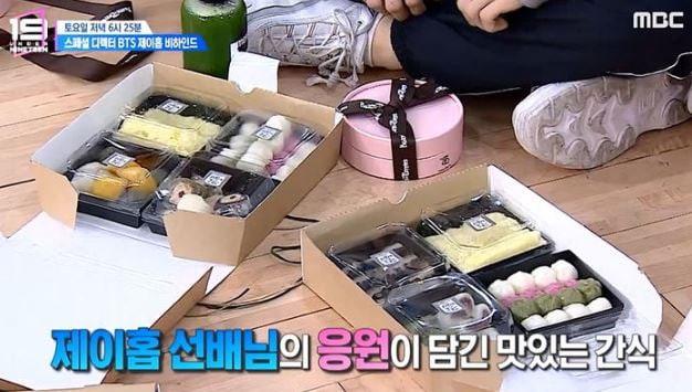 Đáng yêu như j-hope (BTS): Tặng đồ ăn, sẵn sàng khuỵu gối ký tên cho dàn thí sinh tuổi teen - Ảnh 4.