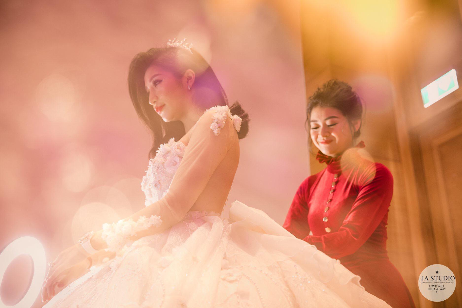 Chùm ảnh: Vân Navy hạnh phúc rưng rưng trong đám cưới với bạn trai doanh nhân - Ảnh 2.
