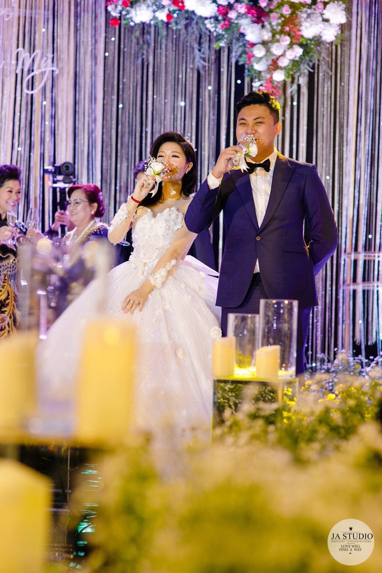 Chùm ảnh: Vân Navy hạnh phúc rưng rưng trong đám cưới với bạn trai doanh nhân - Ảnh 9.