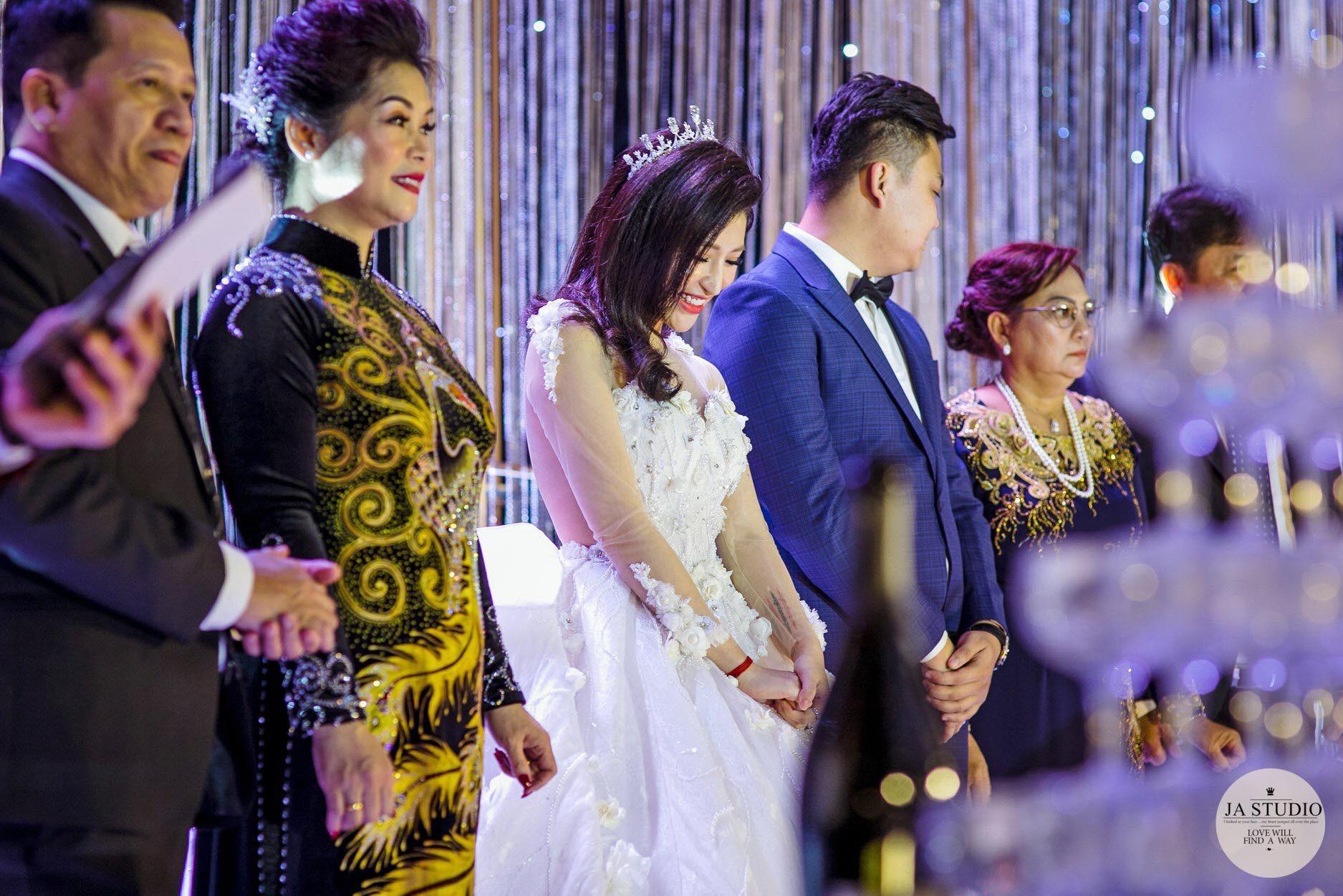Chùm ảnh: Vân Navy hạnh phúc rưng rưng trong đám cưới với bạn trai doanh nhân - Ảnh 6.
