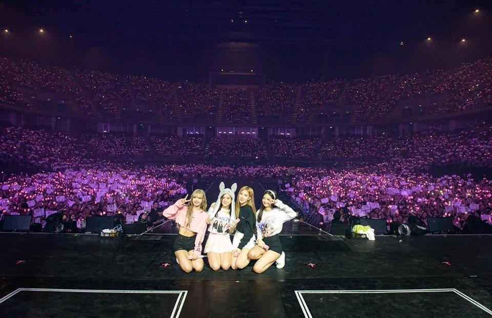 Dàn sao Thái khủng đến ủng hộ em gái quốc tế Lisa tại concert Black Pink, nhưng bố mẹ của cô mới là tâm điểm - Ảnh 20.
